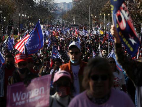 """הפגנות תמיכה בנשיא טראמפ ונגד """"גניבת הבחירות"""" וה""""זיופים"""" בספירת הקולות, בוושינגטון השבוע / צילום: Reuters, LEAH MILLIS"""