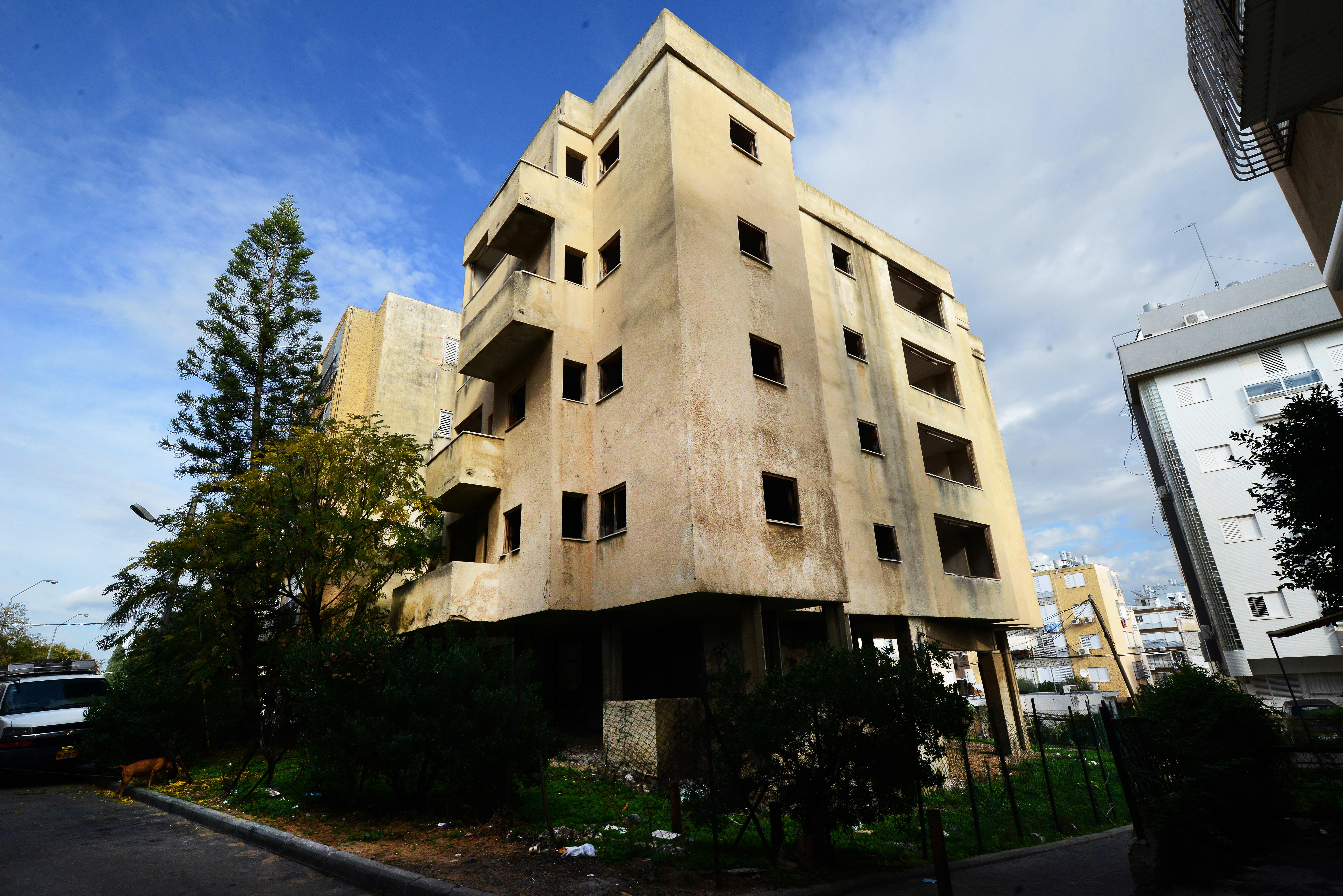 בניין נטוש בחולון.   הכוח להחליט על פטור מארנונה מצוי בידי העירייה / צילום: איל יצהר
