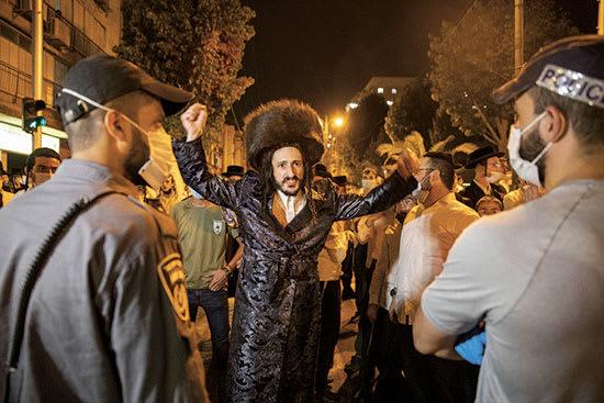 """הפגנה בבני ברק. """"להפגין זה לא אקט של קנאות, אלא אמירה: אנחנו לא אורחים פה"""" / צילום: Associated Press, Ariel Schalit"""