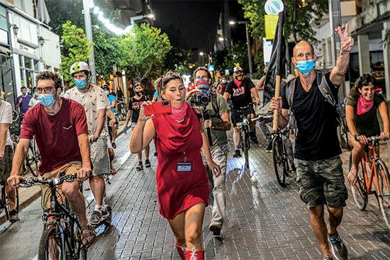 """בהפגנה בת""""א. """"התקשורת מועלת בתפקידה"""" / צילום: בן כהן"""