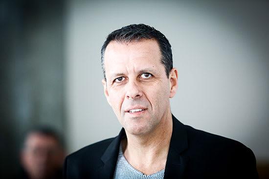 היועץ הפוליטי רונן צור. שוקל לחצות את הקווים / צילום: שלומי יוסף