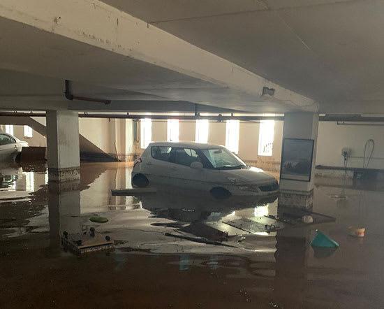 חניון מוצף. נזקים כבדים לרכוש בשני אירועי גשם / צילום: דוברות  הוד השרון