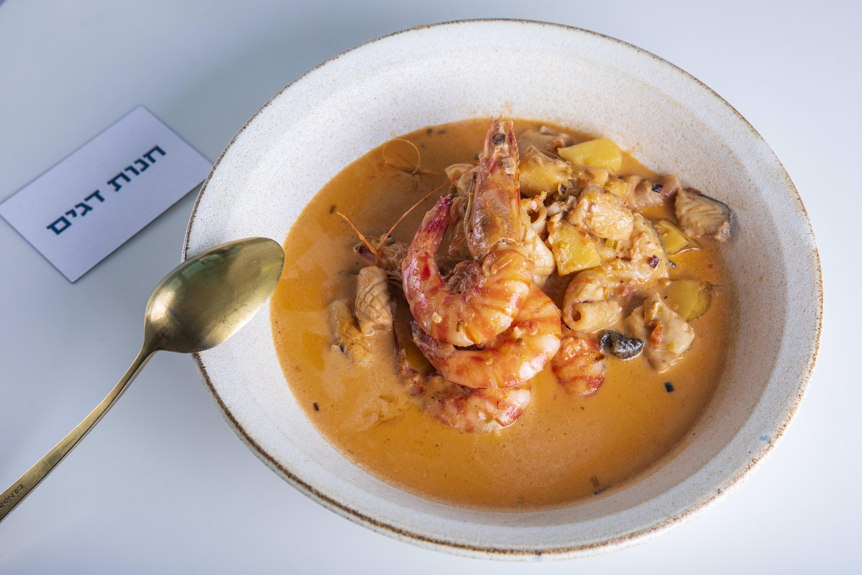 מרק דגים ופירות ים / צילום: שי ניבורג