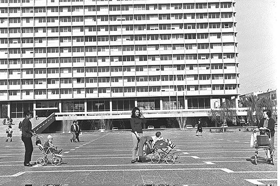 """הכיכר ב-1966. לא השתנתה הרבה / צילום: לע""""מ - COHEN FRITZ"""