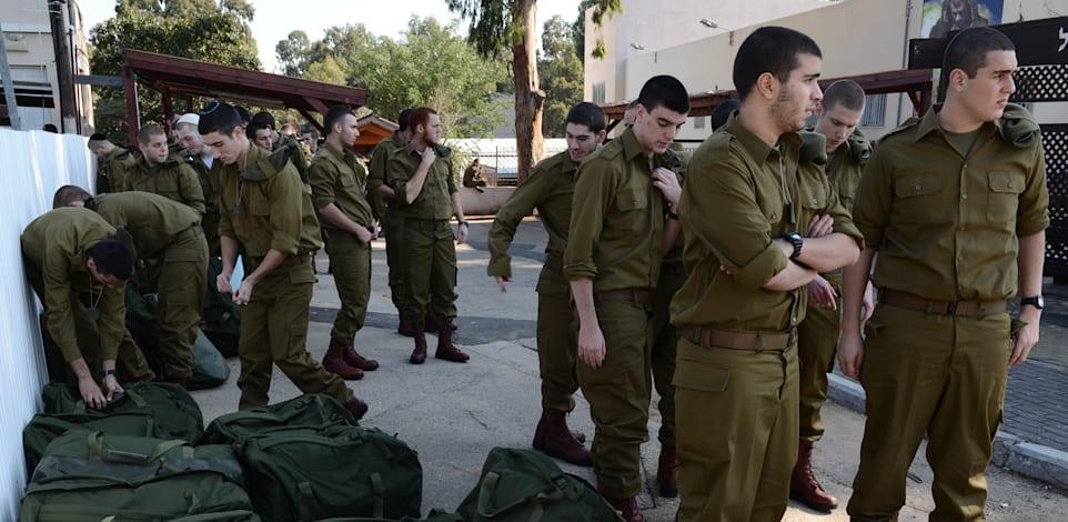 חיילים במתגייסים - לשכת גיוס / צילום: בן אברהם - במחנה