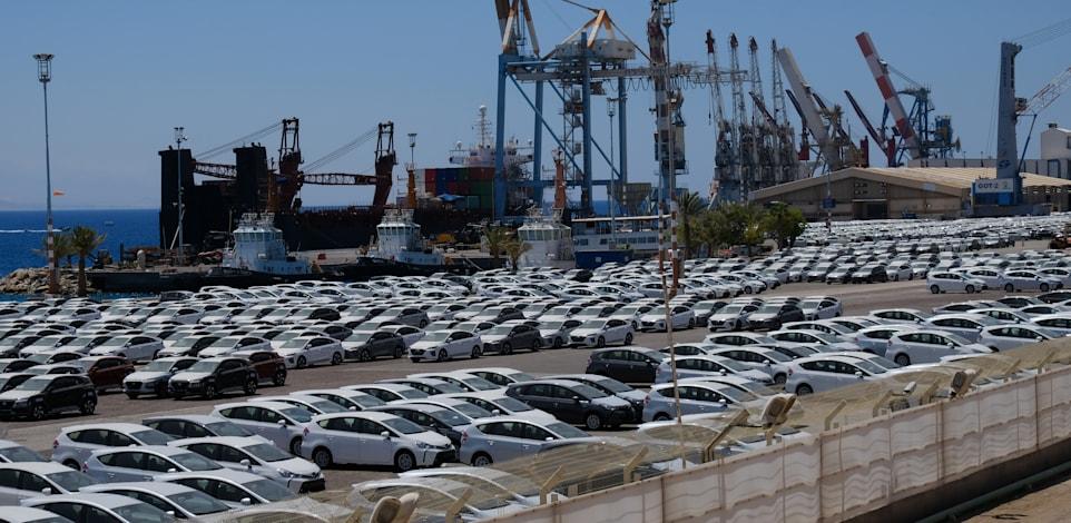 מכוניות חדשות ממתינות בנמל אילת ב-2020 / צילום: איל יצהר
