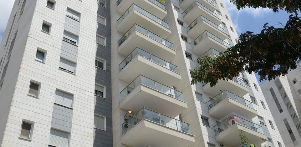 בניין בפרדס חנה-כרכור. הטבות מיוחדות במס שבח במכירת דירות מגורים / צילום: איל יצהר