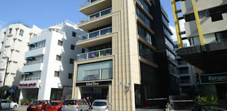 הבניין ברחוב הירקון 82 בתל אביב. הבניין הישן נהרס ב־2008 / צילום: איל יצהר