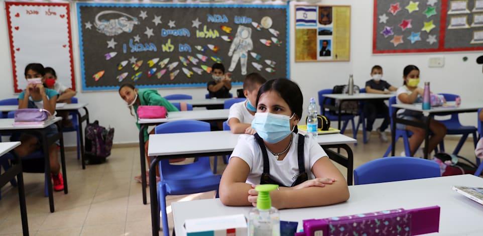 לימודים בקפסולות בישראל / צילום: Reuters, Ronen Zvulun