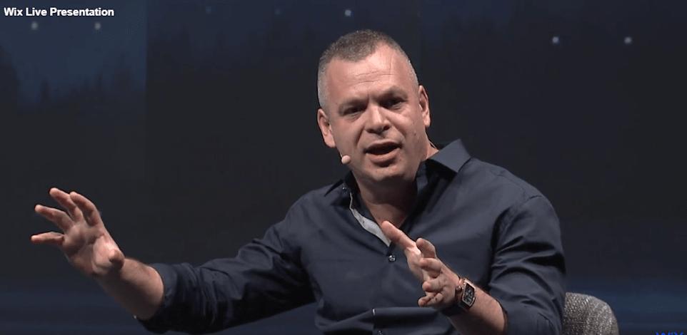 אבישי אברהמי - מייסד ומנכל וויקס Wix / צילום: צילומי מסך מתוך אתר החברה