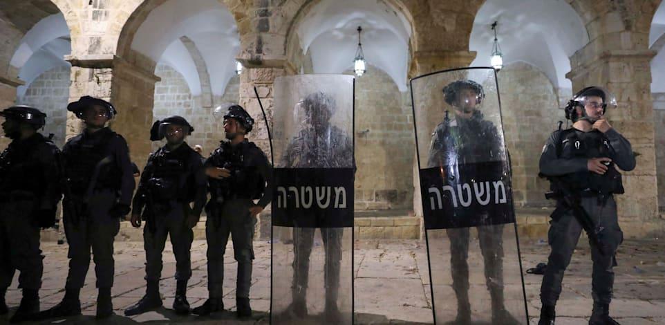 כוחות משטרה בהר הבית אתמול / צילום: Reuters, Ammar Awad