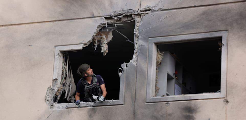 פגיעה בבניין באשקלון / צילום: Reuters, Amir Cohen