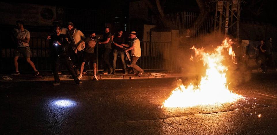 מתוך המהומות בלוד, אמש / צילום: Reuters, Oren Ziv/dpa