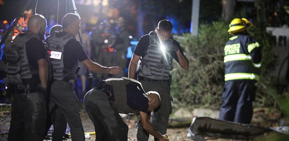 """זירת נפילת רקטה. """"מעדיפים שלא לקחת סיכון"""" / צילום: Reuters, Ilia Yefimovich"""