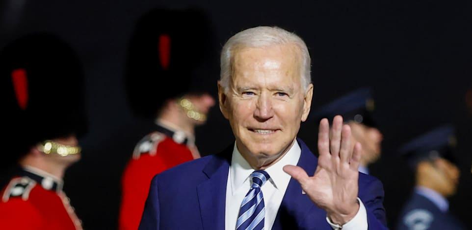 נשיא ארצות הברית, ג'ו ביידן, לאחר הנחיתה בבריטניה ביום רביע / צילום: Associated Press, Phil Noble
