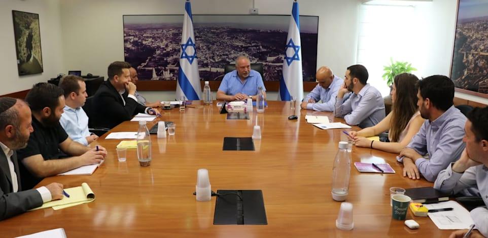 שר האוצר אביגדור ליברמן בפגישה על התקציב הדו שנתי לשנים 2021-2022 / צילום: דוברות משרד האוצר