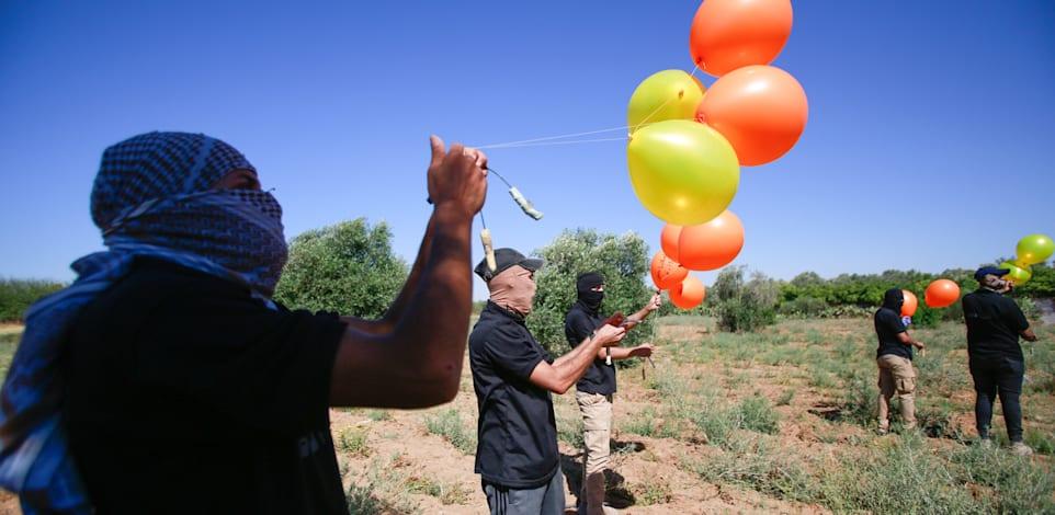מפריחי בלוני הנפץ בגבול רצועת עזה / צילום: Reuters, SOPA