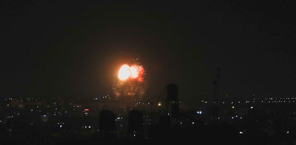 חיל האוויר תוקף מטרות חמאס ברצועת עזה / צילום: Reuters, MOHAMMED SALEM
