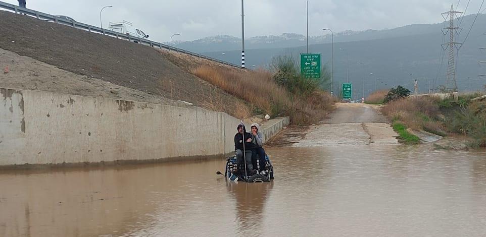 שיטפון באזור חיפה, נובמבר 2020. נתוני השירות המטאורולוגי, מראים כי בשנים האחרונות פוקדים אותנו יותר אירועי גשם, לצד עלייה בעוצמת הגשמים / צילום: חילוץ והצלה