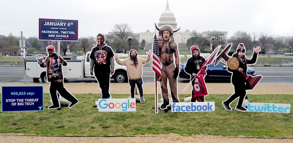 מיצג שהוצב בוושינגטון ומציג את מנהלי חברות הביג טק כפורעים שעלו על הקפיטול / צילום: Shutterstock