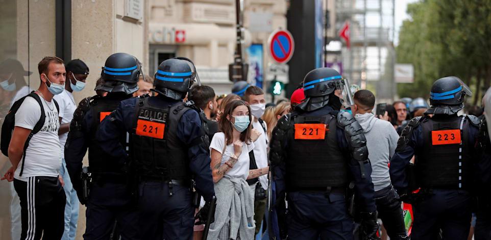 מפגינים וכוחות משטרה בפריז, אתמול / צילום: Reuters, Benoit Tessier