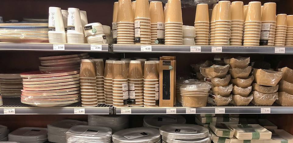 """כלים חד פעמיים. יוחרגו מפטור המע""""מ ברכישות מחו""""ל / צילום: Shutterstock"""