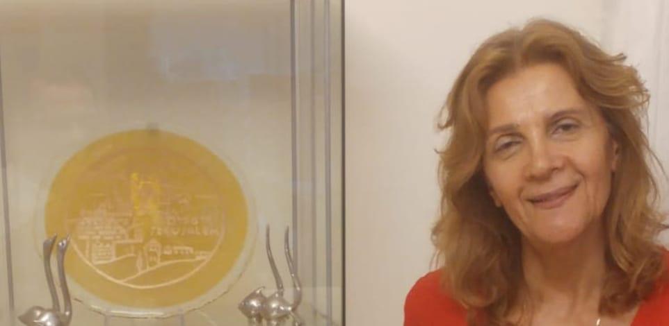 רות נתנאל, אמנית בזכוכית / צילום: עידן נתנאל