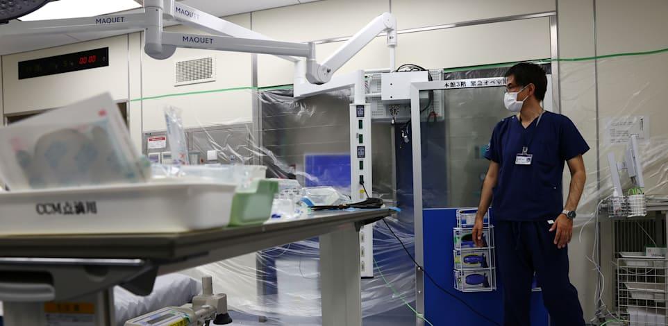טיפול נמרץ בבית חולים בטוקיו מלא בפלסטיק כאמצעי מניעה נגד התפשטות הנגיף / צילום: Reuters, קים קיונג-הון