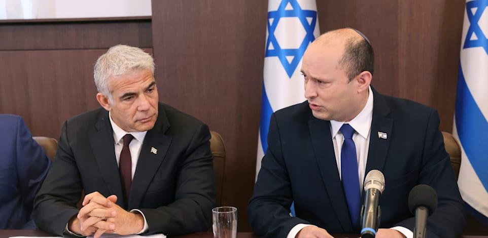 ראש הממשלה נפתלי בנט ושר החוץ יאיר לפיד / צילום: Associated Press, Emmanuel Dunand