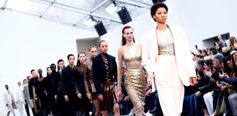 התצוגה של רוברטו קוואלי בשבוע האופנה במילאנו, 2019 / צילום: Reuters, Alessandro Garofalo