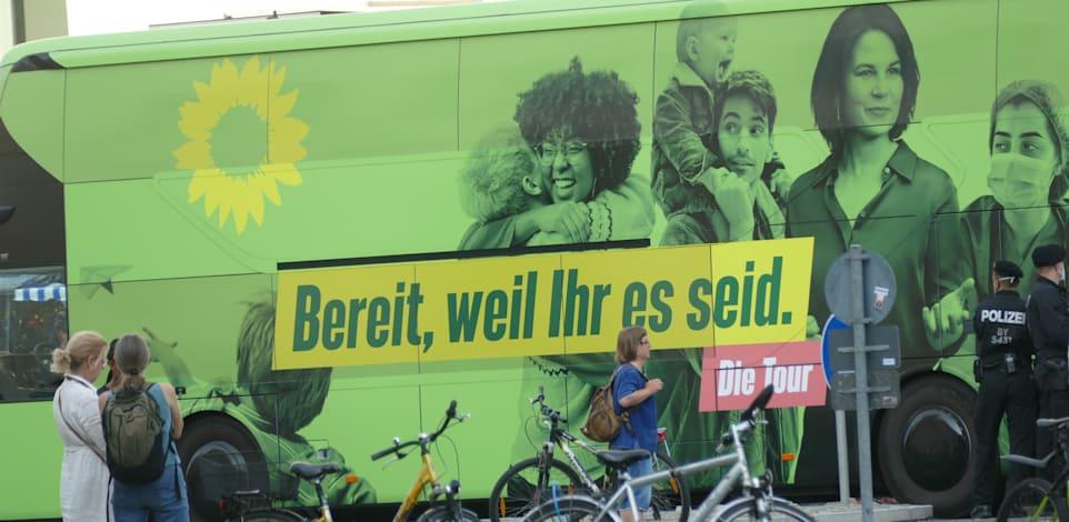 קמפיין הבחירות של מפלגת הירוקים / צילום: Shutterstock, Petra Weishaar