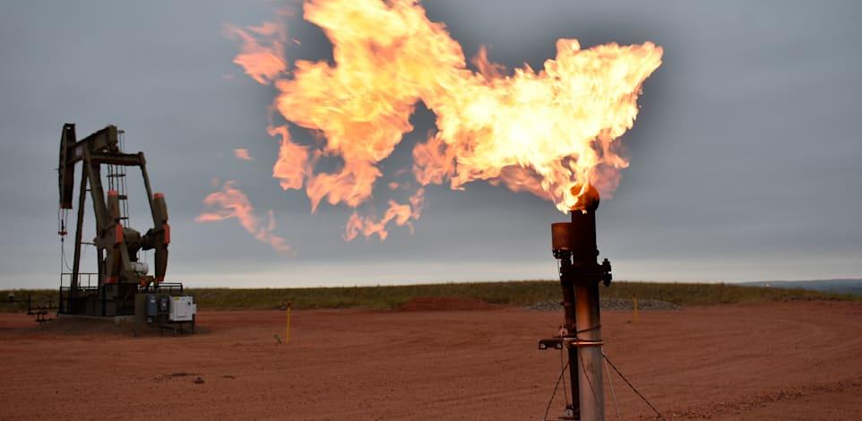 באר נפט בדקוטה הצפונית, ארה''ב. החיפוש אחר אנרגיה זולה יותר נותן את האות לראלי במחירי הפחם והנפט / צילום: Associated Press, Matthew Brown