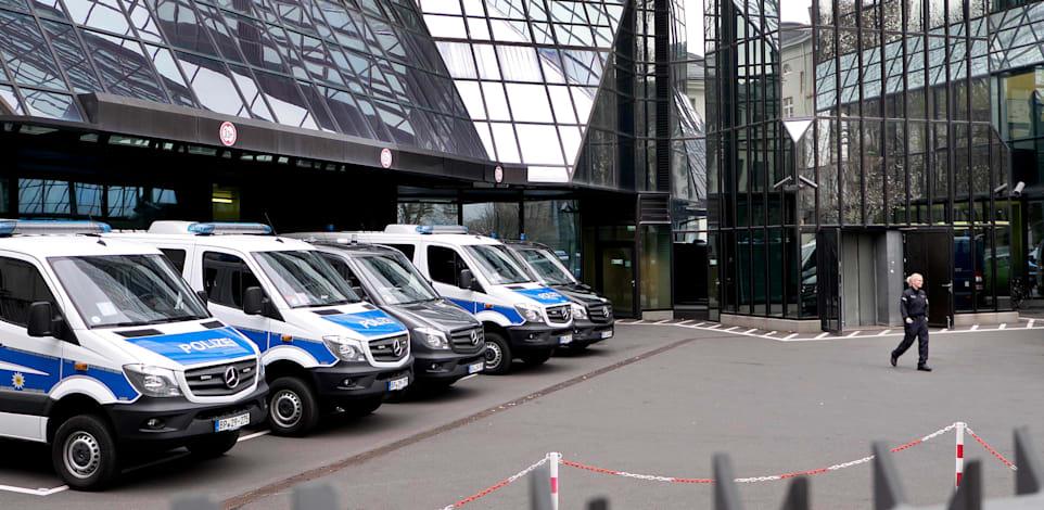פשיטה של המשטרה על דויטשה בנק בפרנקפורט, 2018 / צילום: Associated Press, Michael Probst