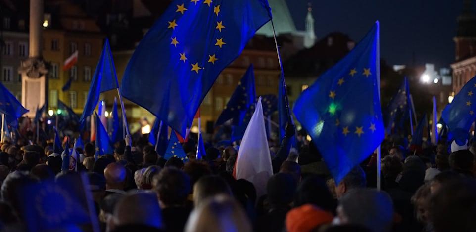 הפגנה בורשה פולין למען האיחוד האירופי / צילום: Shutterstock, Zuttmann Benoelken