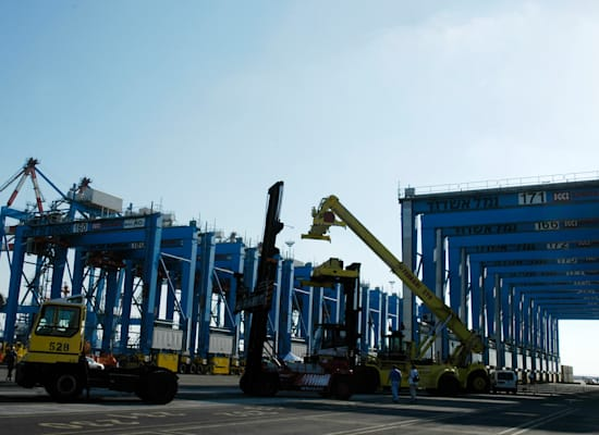 נמל אשדוד. העובדים מחזיקים בשאלטר על כניסת הסחורות לישראל / צילום: תמר מצפי