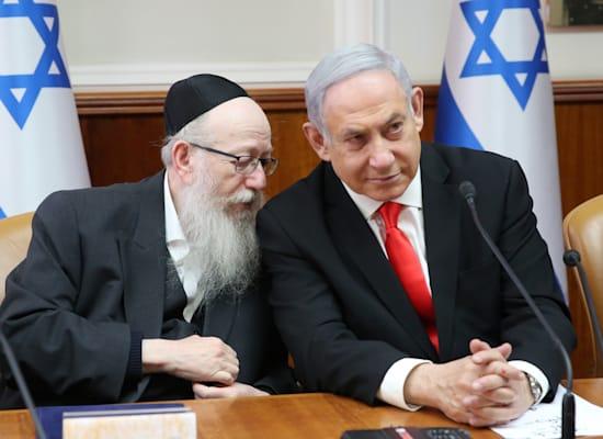 """ראש הממשלה נתניהו ושר השיכון ליצמן. """"הממשלה לא תפקדה"""" / צילום: אלכס קולומויסקי-ידיעות אחרונות"""
