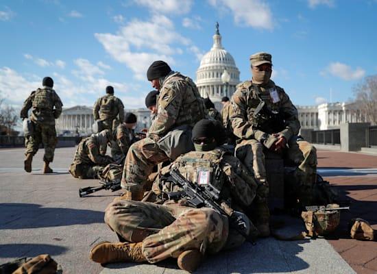 חיילי המשמר הלאומי נאספים בוושינגטון / צילום: Reuters, Mike Segar