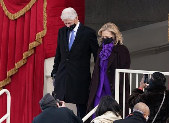 הילארי וביל קלינטון מגיעים להשבעה של ג'ו ביידן / צילום: Reuters, Kevin Lamarque