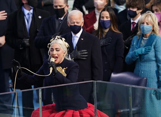 ליידי גאגא שרה את ההמנון בהשבעת ג'ו ביידן / צילום: Reuters, Kevin Lamarque
