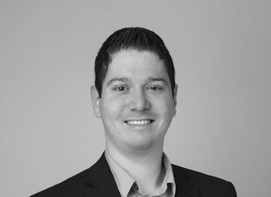 """עו""""ד אדם לוין, המייצג בבקשה לתובענה ייצוגית נגד אפל / צילום: יח""""צ"""