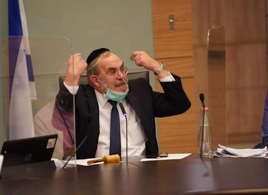 """יו""""ר וועדת החוקה יעקב אשר בדיון על החמרת הקנסות / צילום: דוברות הכנסת שמוליק גרוסמן"""