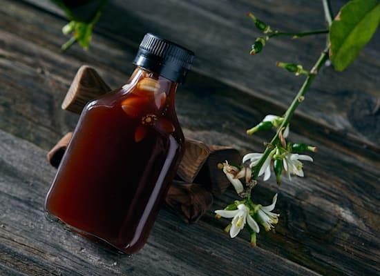 חומץ בן יין עם פרחי ליים / צילום: אפיק גבאי
