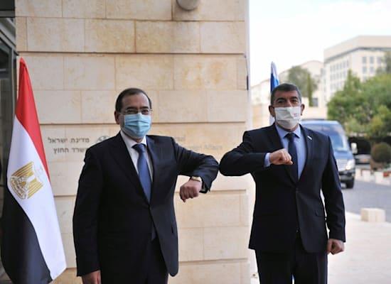 גבי אשכנזי ושר האנרגיה המצרי / צילום: דוברות משרד החוץ