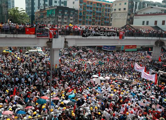 המוחים מתרכזים במחלף המרכזי ביאנגון, העיר הגדולה במדינה / צילום: Associated Press
