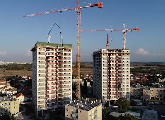 """פרויקט פינוי בינוי של חברת אלמוג בעיר יבנה. """"עיקר הבעיה היא הבירוקרטיה"""" / צילום: לביא צילומי אוויר"""