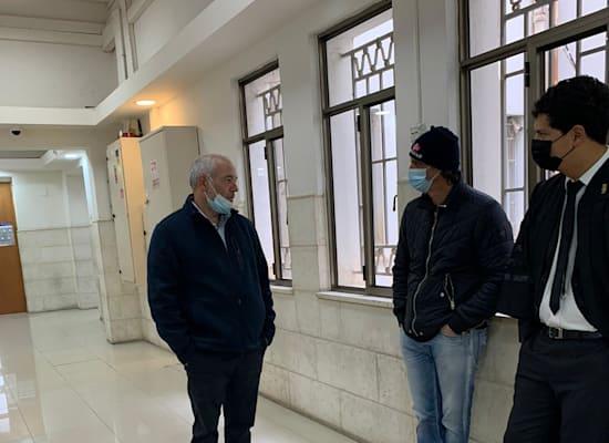 רונאל פישר, יוסי נחמיאס ועו״ד עמית חדד היום בבית המשפט / צילום: ניצן שפיר