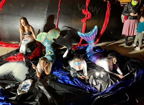 """מייצג צמחאה: ״ים של נפט"""",  נבחרת ישראל במרמיידינג, ומיצג """"הלוויתן"""" של האמן יובל שאול / צילום: שני אשכנזי"""