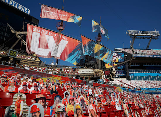 צילומים של אוהדים במקום קהל אמיתי במשחק פוטבול בפלורידה בפברואר 2021 / צילום: Reuters, Eve Edelheit