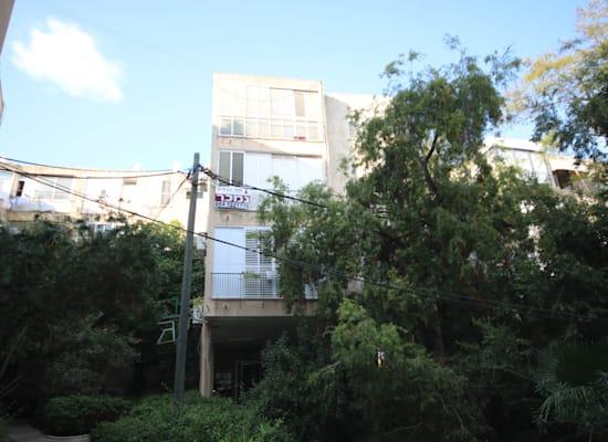 הבניין ברחוב כצנלסון 75 בגבעתיים / צילום: צח בן בסת