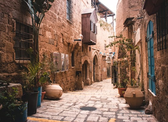 רחובות יפו העתיקה / צילום: Shutterstock, Aline Fortuna